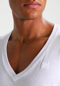 G-Star - BASE HTR V T S/S REGULAR FIT 2 PACK - Basic T-shirt - white solid - 4