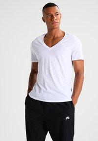 G-Star - BASE HTR V T S/S REGULAR FIT 2 PACK - Basic T-shirt - white solid - 2