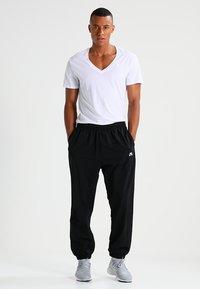 G-Star - BASE HTR V T S/S REGULAR FIT 2 PACK - Basic T-shirt - white solid - 1