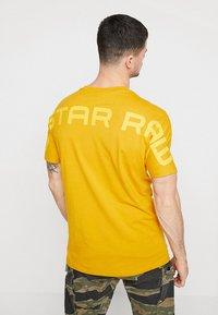 G-Star - KORPAZ GRAPHIC R T S\S - T-shirt print - gold - 2