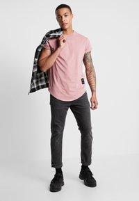 G-Star - SWANDO RELAXED R T S/S - T-shirts - dark tea rose - 1