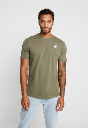 KORPAZ LOGO - T-shirt z nadrukiem - dark shamrock