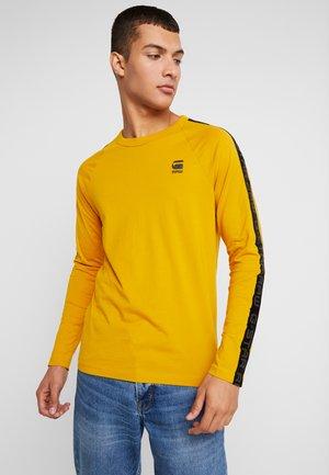 SATUR RAGLAN R T L/S - Langærmede T-shirts - dark gold