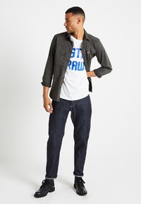 G-Star - SHELO RELAXED R T S/S - T-shirt con stampa - white - 1