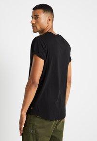 G-Star - SHELO RELAXED R T S/S - Camiseta estampada - dark black - 2
