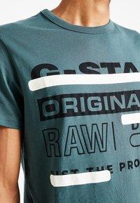 G-Star - REGULAR  - T-shirt med print - balsam - 4