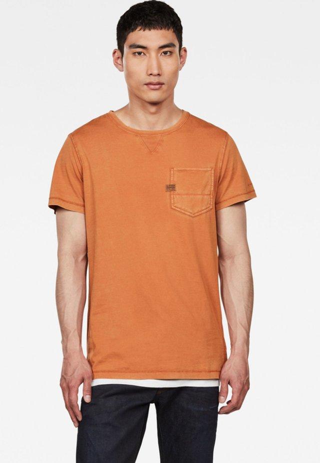 MUON  - T-shirt basic - aged almond