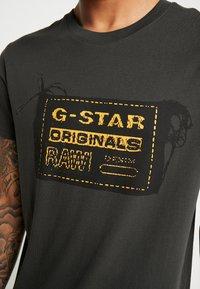 G-Star - ORIGINALS REGULAR R T S/S - Camiseta estampada - raven - 4