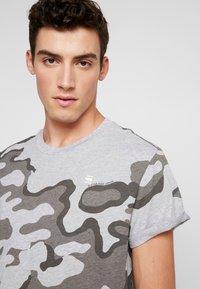G-Star - SHELO - T-shirt z nadrukiem - grey - 4