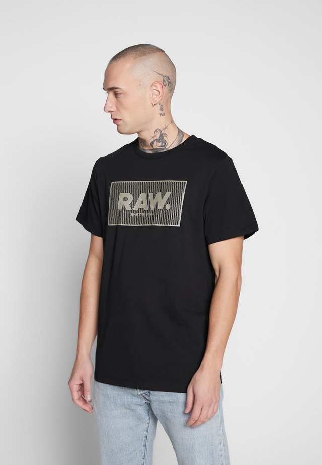BOXED GR - Camiseta estampada - black