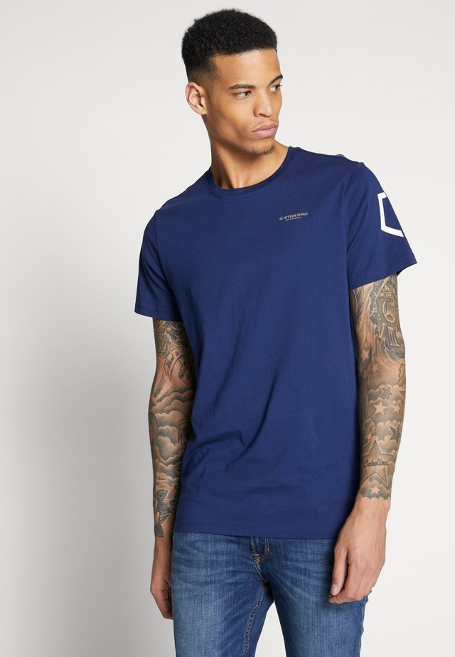 SLEEVE SHIELD - Camiseta estampada - imperial blue