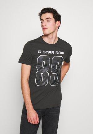 89 THISTLE SLIM R-NECK T-SHIRT - Print T-shirt - raven