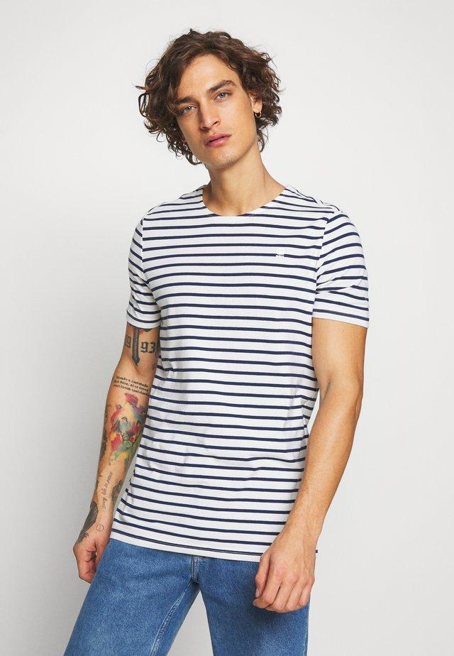 XARTTO - T-shirt print - milk/imperial blue