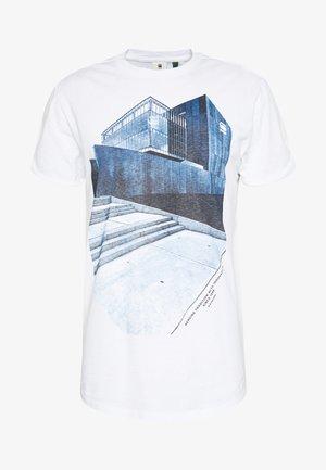 LASH BUILDING GR R T S\S - Print T-shirt - white