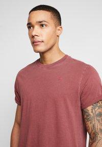 G-Star - LASH - Basic T-shirt - port red - 5