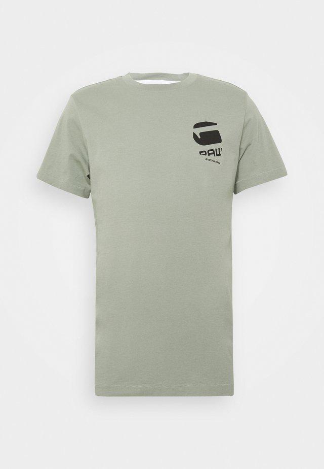 BIG LOGO BACK  - Camiseta estampada - lt orphus