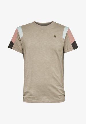 MOTAC FABRIC MIX - Print T-shirt - green