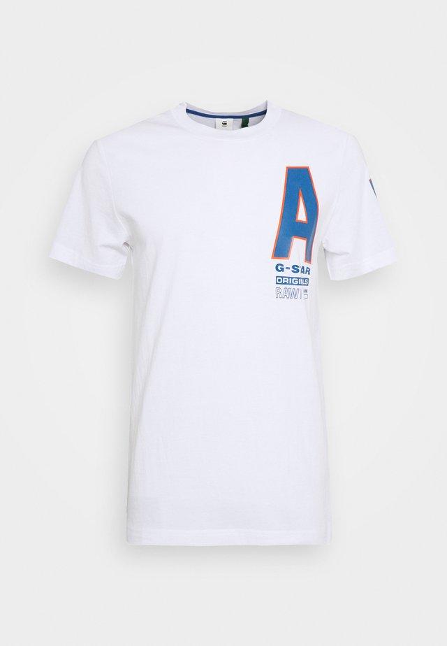 MULTI SPACE  - Camiseta estampada - white