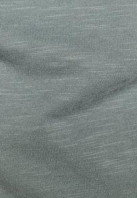 G-Star - CONTRAST POCKET - Print T-shirt - grey moss - 5