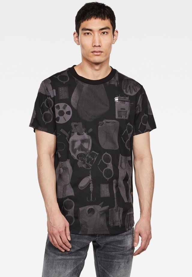 LASH  - T-shirt print - lt shadow mono objects
