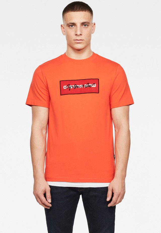 BOX LOGO EMBRO GR - T-shirt basic - bright acid