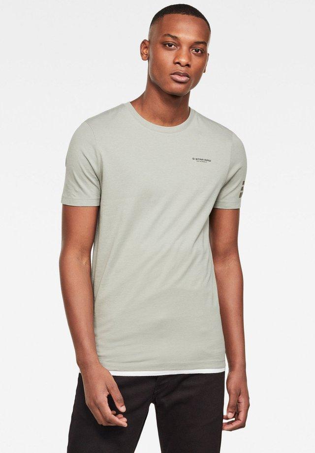 TEXT - Basic T-shirt - lt orphus