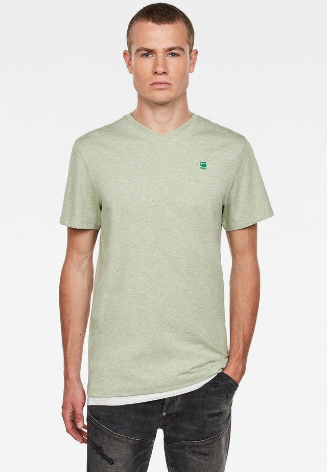 BASE-S - Print T-shirt - lt leaf htr