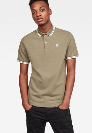 DUNDA - Polo shirt - shamrock/milk