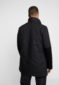 G-Star - SCUTAR UTILITY PADDED TRENCH - Parkas - black - 2