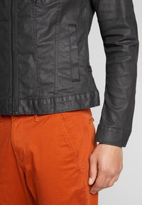 G-Star - ARC 3D ZIP SLIM JKT - Farkkutakki - pintt black - 3