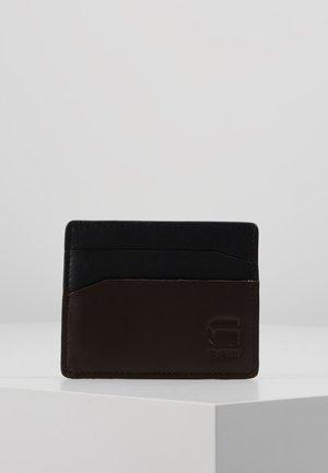ZALLIK GRIZZER CC HOLDER - Plånbok - dark black/dark brown