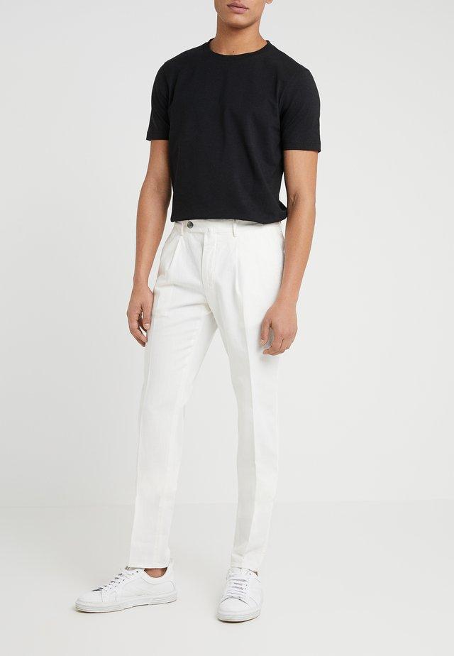 SETTESETTEDUE RESCA - Pantaloni - off white