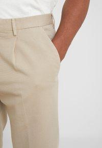GTA - Spodnie materiałowe - beige - 6