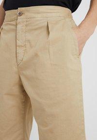 GTA - DAVIDE LIGHT GABARDINE STRETCH - Shorts - beige - 4