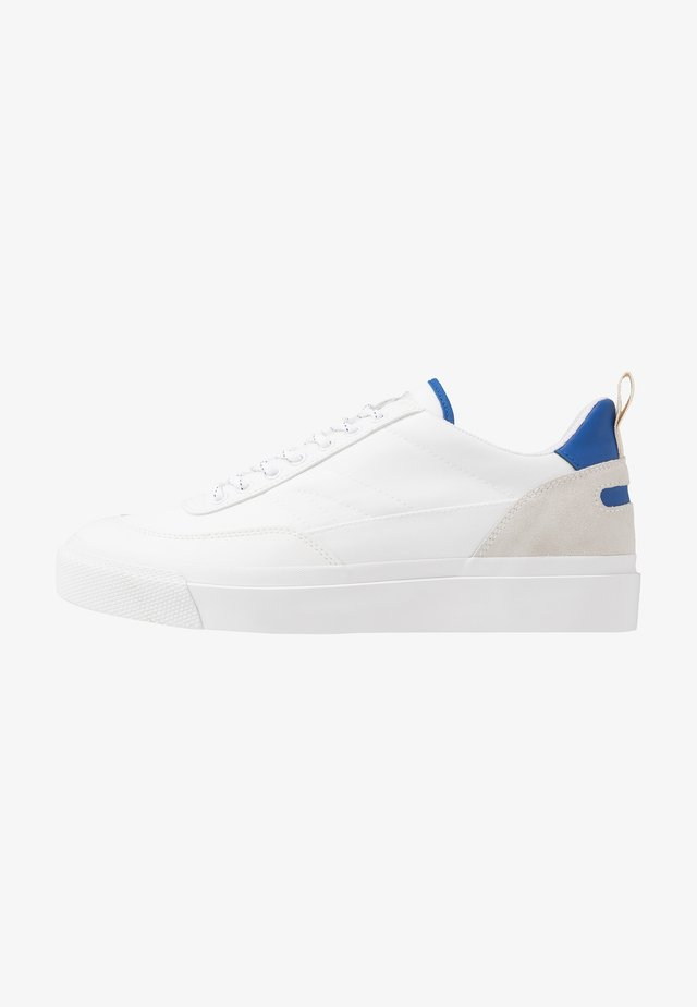 NUMBER THREE - Sneakersy niskie - white/electric blue