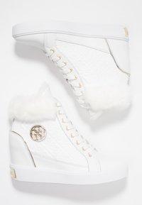 Guess - Sneakers hoog - white - 3