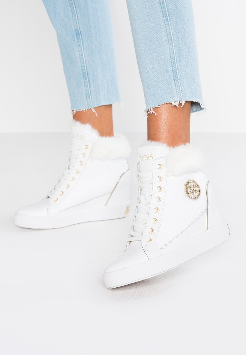 Guess - Sneakers hoog - white
