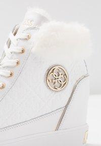 Guess - Sneakers hoog - white - 2
