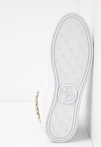 Guess - BRODEE - Sneaker high - white/gold - 6