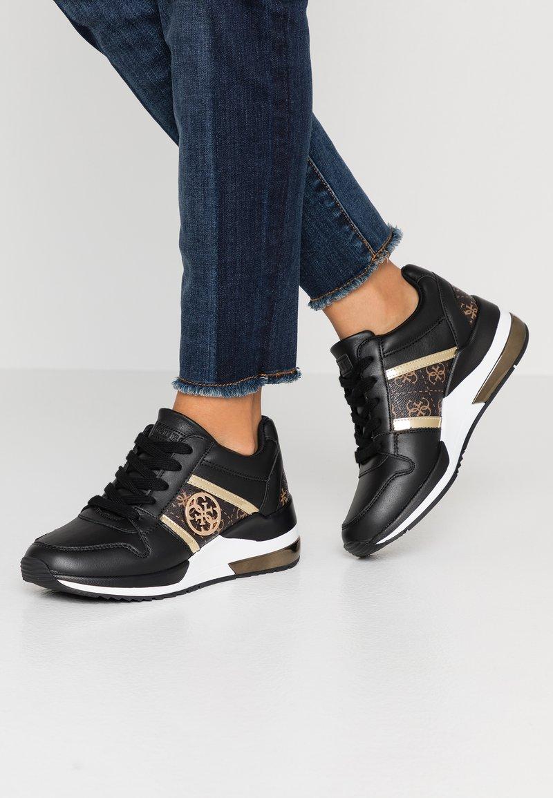 Guess - JOYD - Sneaker low - black/brass