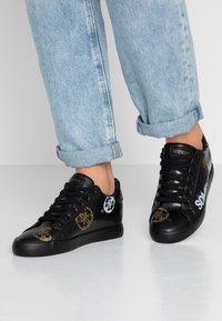 Guess - PAINTED - Sneakers laag - black - 0