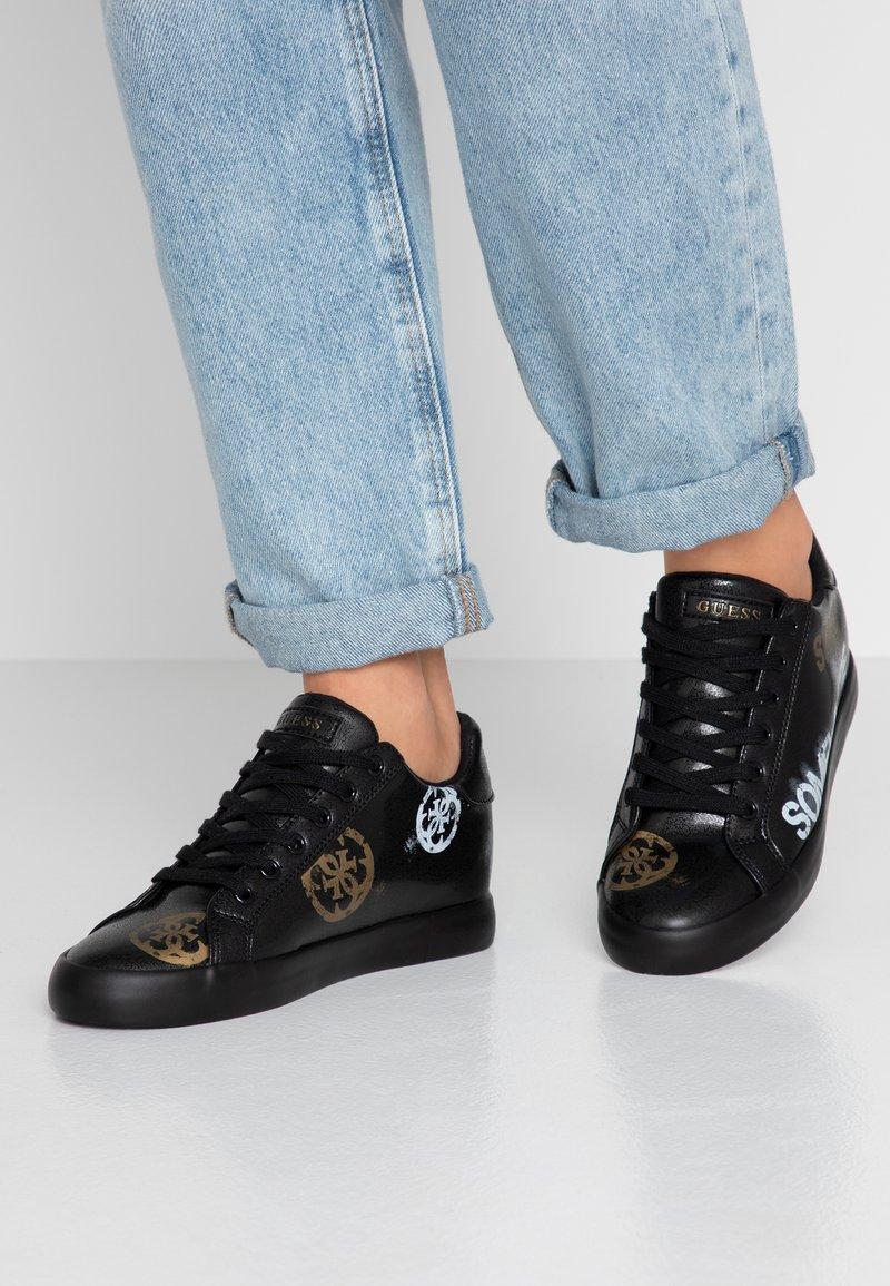 Guess - PAINTED - Sneakers laag - black