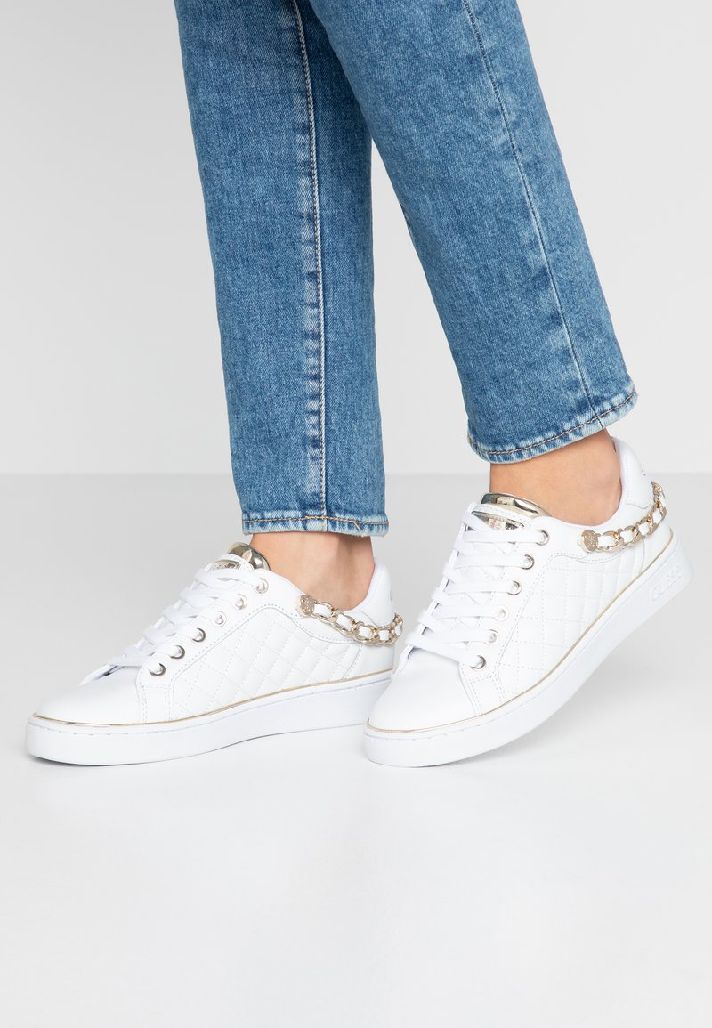 Guess - BRISCO - Trainers - white/gold