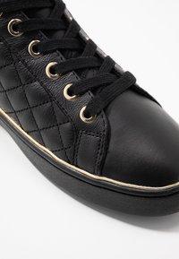 Guess - BRISCO - Baskets basses - black/gold - 2
