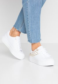 Guess - MARXINA - Baskets basses - white - 0