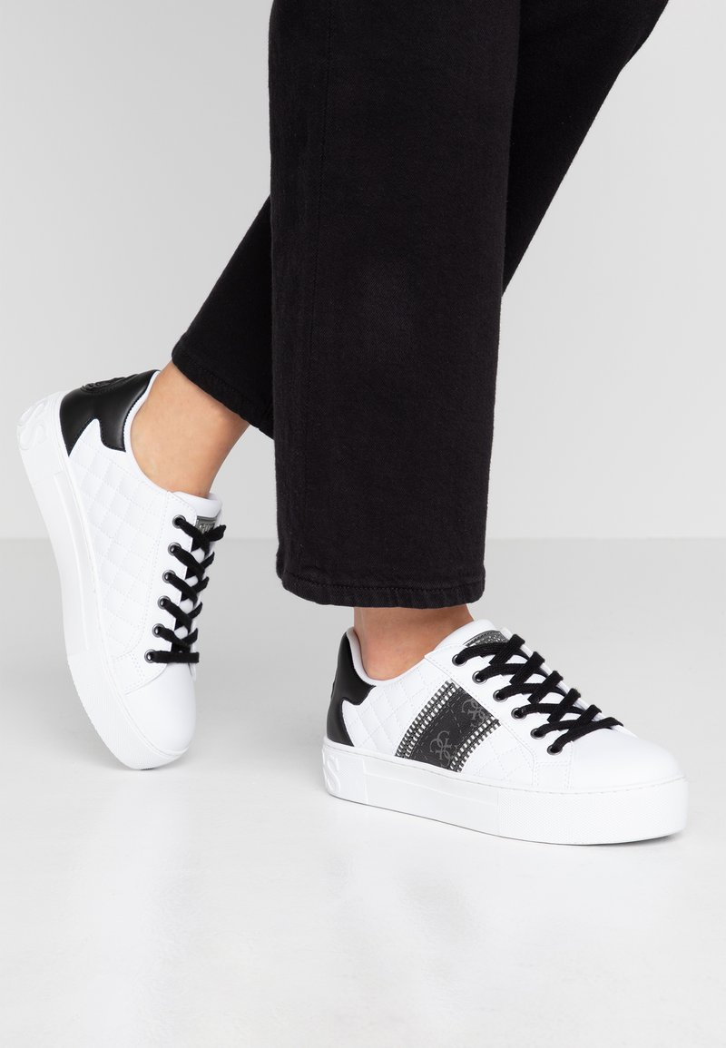 Guess - MAYBY - Sneaker low - white