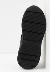 Guess - STAYCEE - Trainers - black/brass - 6