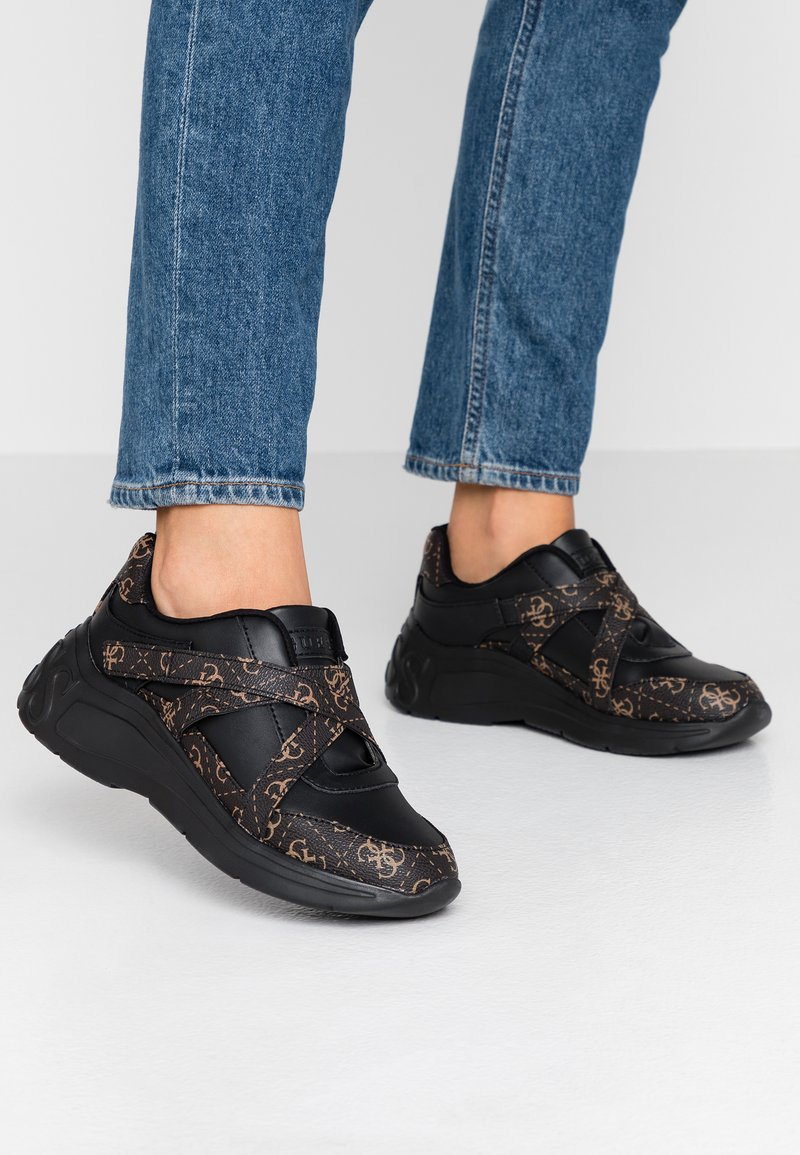 Guess - STAYCEE - Trainers - black/brass