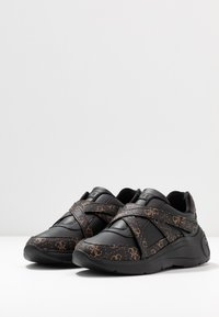 Guess - STAYCEE - Trainers - black/brass - 4