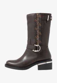 Guess - FINNIE - Cowboystøvler - brown - 1